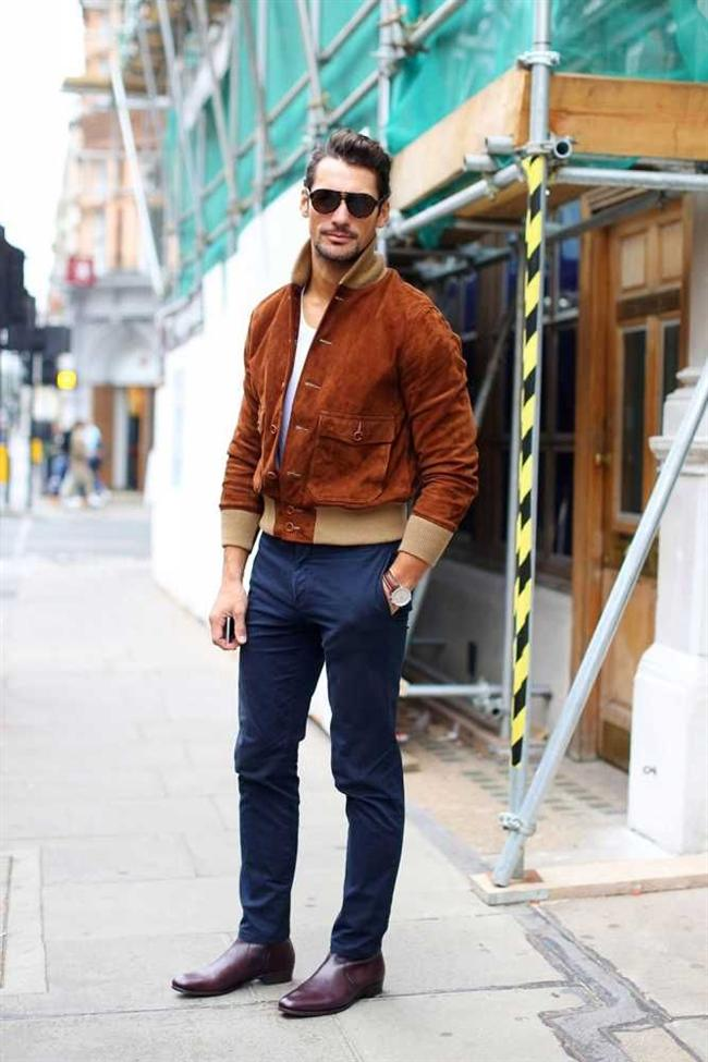 Erkek modası da bu sezon ilkbahar ile beraber süet ceketlerle kutlanıyor. Cool bir tarz hem sportif olmaktan hem de şık bir stilden geri kalmamaktan geçiyor. Tüm yolun kestirmesine de süet bomber ceket modelleri ile ulaşılıyor.
