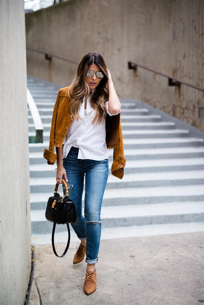 Çaba sarf etmeden elde edilen şıklık şimdinin en çok aranan stili. Beyaz gömlek ve jean pantolon buluşmasını kolaya kaçarak süet ceketle geçiştirebilirsiniz. Böylelikle basit, kuralsız, sade ve şık olarak her an her yere hazırlıklı olabilirsiniz.