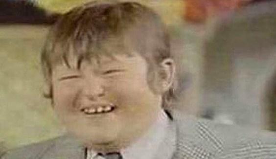 Şişko Nuri   Sıtkı Sezgin'in canlandırdığı karakter bir zengin çocuğudur.   Yeşilçam'ın Tıpkısının Aynısı Ünlüler