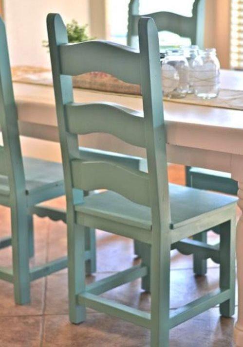 Yemek odasına makyaj zamanı  Sıkıldığınız yemek odanıza sprey boya ile yeni bir hava katabilirsiniz. Hatta bu tarz yenilikleri evdekiler ile birlikte eğlenceli bir aktiviteye dönüştürebilirsiniz.