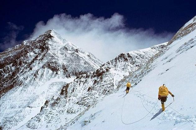 Planlar kurulur, seyahat rotası çıkarılır, gerekirse en ucuzundan bir tur bulunur ya da hiç kimsenin gitmediğini düşündüğünüz yerlere gitmek için gözler karartılır... Ama gerçekler hiç de hayal ettiğiniz gibi değildir.  Everest Dağı'na tırmanmış olmak düşündüğünüz hazzı vermez.