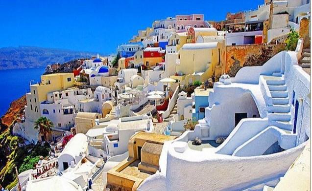 Santorini Adası olmazsa olmazlardandır.