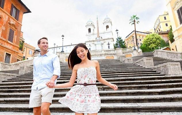 Piazza di Spagna ya da İspanyol Merdivenleri'nden inip çıkmak şöyle dursun, merdivenleri görebilirseniz şükretmeniz gerekir.