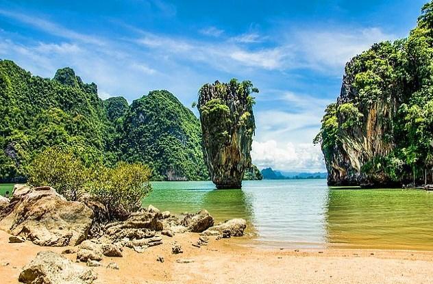 Khao Phing Kan ya da James Bond Adası fotoğraflardaki gibi ıssız zannedersiniz.