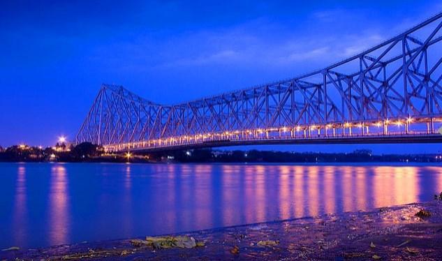 Hindistan'a kim gidecek, rahat rahat gezerim diye düşünürseniz, yanıldığınızı Howrah Köprüsü sayesinde derhal fark edersiniz