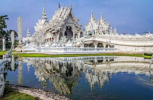 """Tayland'a yolunuz düşerse, Wat Rong Khun fotoğraflarda daha """"net"""" görünüyordu diye düşünürsünüz."""