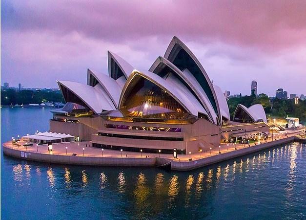 Sidney Opera Evi hiç de fotoğraflardaki gibi değildir.