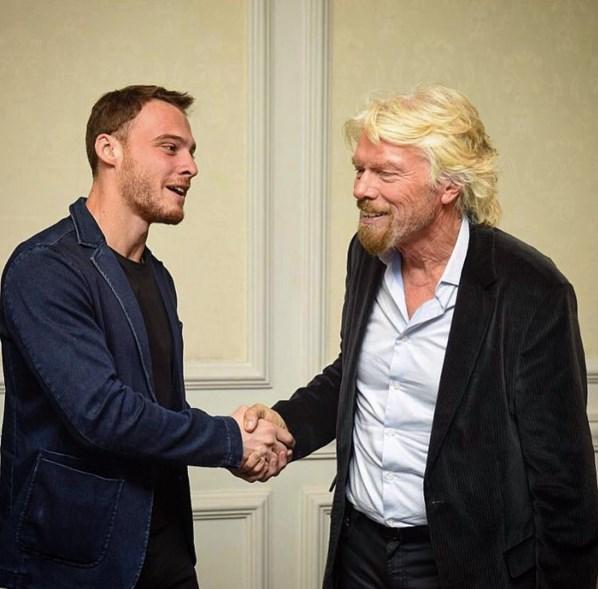 Kerem Bursin  Dünyaya gelmiş geçmiş en başarılı girişimcilerinden biri, tutku dolu hümanist ve ilham veren Sir Richard Branson'i dinleme ve tanışma fırsatım oldu. Son 50 yıldır yaptığı işler ve projeler sayesinde hayatımıza bir şekilde dokundu ve inanılmaz bir tutku ile dokunmaya devam ediyor. Devamlı büyük bir istikrarla dünyamızı daha iyiye doğru ittiğiniz için teşekkür ederim @richardbranson