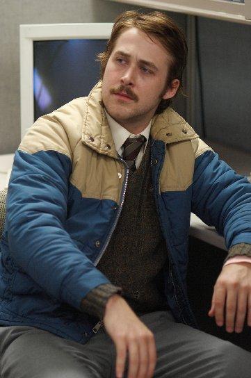 RYAN GOSLING'İN İYİLERİ  Drive (2011) / Driver  Gosling'le hemcinsleri arasındaki buzları kıran film. Ayrıca çok iyi soundtrack.  Blue Valentine (2010) / Dean  İlişkiler ve evlilik üzerine okkalı laflar.