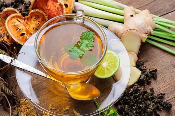 BİTKİ ÇAYI   Malzemeler (4 kişilik):   * 4 g yaseminli beyaz çay  * 4 g yeşil çay  * 1 çay kaşığı adaçayı * 1 çay kaşığı kuru kekik  * 400 g sıcak su   Hazırlanışı:  Malzemeleri bir çaydanlıkta sıcak suyla demleyin. 5 dakika demlenmesini bekleyip tüketin.