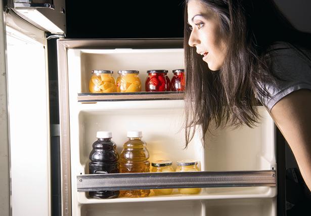 DİYABET KOÇU ŞEBNEM GÜNEYMAN'DAN ÖNERİLER:  * Diyabetli bir birey günlük beslenmesinde en az 140 g karbonhidrat almalı.  * Meyveleri önceden değil, yiyeceğiniz zaman yıkayın. Çünkü nem çürümeyi hızlandırır.