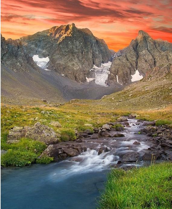 Mezovit, Bilgelik, Kuladokya, Büğrüm, Clandras, Işıklı, Blaundus, Karataş gibi yer isimleri size hiç aşina gelmiyor, aklınızda hiçbir fikir canlandırmıyorlarsa bu yazımız tam size göre. Türkiye'de henüz turizme aktif olarak kazandırılmamış onlarca doğal ve tarihi güzellikler bulunmaktadır. Turizme kazandırılmamış bu yerlere; ulaşım zorluğu, konaklama sıkıntısı gibi sıkıntıların yanında bu bölgelerle ilgili bilgi ve fikir edinme noktasında bile hemen hemen hiçbir yazılı ve görsel kaynak bulunmamaktadır.  Çoğu yerel yöre halkı tarafından bile bilinmeyen bu güzelliklerden bir kaçını sizler için derledik.  Mezovit | Rize  Kaçkar Dağları'nın eteklerinde kalan Mezovit bölgesi özellikle yaz aylarında buzul ve dağ manzaraları eşliğinde mükemmel görüntüler sunmaktadır. Rize-Artvin sınırları arasında kalan bu bölgeye Ayder Yaylası'ndan ulaşılabilmektedir. Genellikle sadece dağcıların ziyaret ettiği bu bölgeyi mutlaka trekking planlarınıza ekleyin.