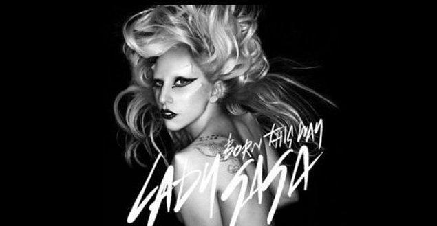 """'İnsanın tutkusunu kaybetmesinden daha mutsuz edici bir şey olamaz. Şunu demeyi öğrenin: Hayır.'  Geçtiğimiz yıl Yale Üniversitesi'nde düzenlenen Duygu Devrimi Zirvesi (Emotion Revolution Summit)'e konuşmacı olarak katılan Lady Gaga, bir dönem çok da içine sinmeyen işlere varıncaya kadar önüne çıkan her teklife evet dediğinden, aşırı çalışmaktan kaynaklanan tükenmişlik ve mutsuzluğundan bahsetmişti. Ve en sonunda nasıl """"Hayır"""" demeyi öğrendiğinden.   """"Her şeye evet deyip kendinizi deliler gibi yoracak kadar çalıştığınızda, ne yaratıcılığınız kalıyor ne de tutkunuz. Ruhsuz bir para basma makinasından hiçbir farkınız kalmıyor. İnsanın tutkusunu kaybetmesinden daha mutsuz edici bir şey olamaz. Şunu demeyi öğrenin: Hayır. Hayır bunu yapmayacağım. Hayır bunu yapmayı istemiyorum. Ancak bu şekilde kendi özünüze geri dönebiliyorsunuz."""""""