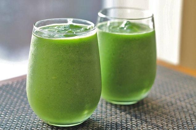 Yeşil çayı sevmeyenleri bu tarifle yeşil çayla barıştırabiliriz!  Sıcak günlerin en güzel şeyi serinletici bir lezzet. Gelin bunu yeşil çay ile yapalım.
