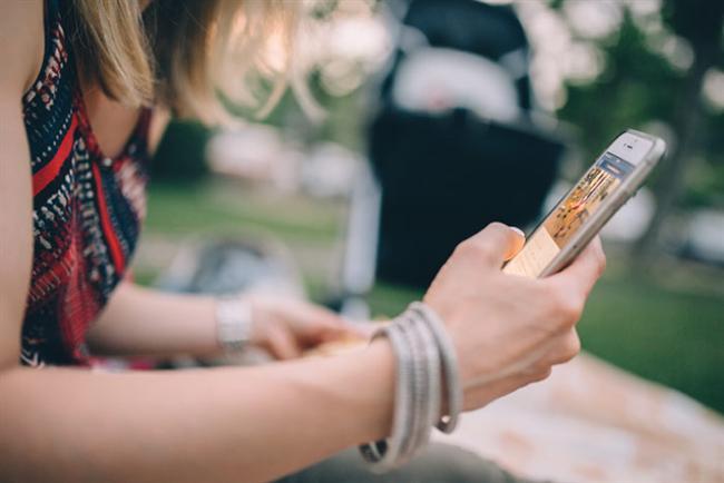 2. Yalnız kaldığınızda telefonunuzu elinizden düşürmüyor musunuz?   Sosyal medyada ya da oyunlarda vakit geçirip yalnızlığınıza telefonunuzla gideriyorsanız dikkat.