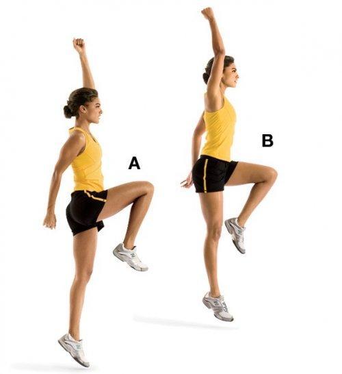 POWER SKIPS  Kalça ve baldırları çalıştırıyor.  Sağ dizini kalça hizasına kaldırarak mümkün olduğunca yukarı doğru sıçra, bu arada da sol kolunu yukarı kaldır (A).  Sol bacağın dümdüz olurken sağ dirseğini hafifçe kırmalısın. Sol ayağın üzerine yumuşakça iniş yap.  Hareketi diğer kol ve bacağınla da tekrarla (B). 10 defa uygula.  İpucu: Her sıçrayışta biraz daha yükselmelisin.