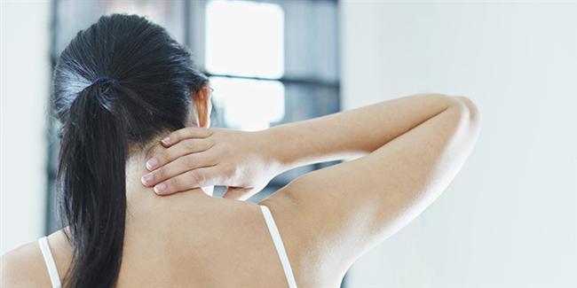 Araştırmalar, Amerikalılar'ın yüzde 50'sinin her yıl boyun ağrısı şikayetiyle hekime başvurduğunu gösteriyor. Neyse ki boyun ağrıları, bu kişilerin sadece yüzde 10'un günlük faaliyetlerini etkiliyor.  Boyun ağrısı özellikle birçok ofis çalışanının şikayeti. Tüm gün bilgisayar karşısında çalışmak, günlük iş hayatındaki gerginlikler boyun ağrılarının artmasına neden olan etkenlerden. Boyun ağrıları, basit ağrı kesicilerle giderilebildiği gibi gün içinde uygulanan sıcak-soğuk kompresler de işe yarayabilmektedir. Bunun için ağrılı bölgeye 20 dakikalık sürelerle buz torbası veya havluya sarılmış buz parçaları ile kompres yaptıktan sonra ılık bir duş almak veya sıcak su torbası uygulamak yeterli olmaktadır. Bu yöntemler var olan ağrıların giderilmesi için kullanılır. Günlük yaşamda alınabilecek bazı önlemlerle ağrıların önüne geçmek de mümkün.