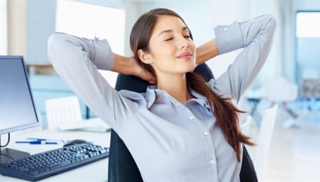 9. Uzun süreler araç kullanıyor veya bilgisayar başında çok zaman geçiriyorsanız sık sık mola verin. Boynunuza fazladan yük bindirmemek için kafanızla omurganızı düz bir çizgi halinde tutmaya gayret edin.