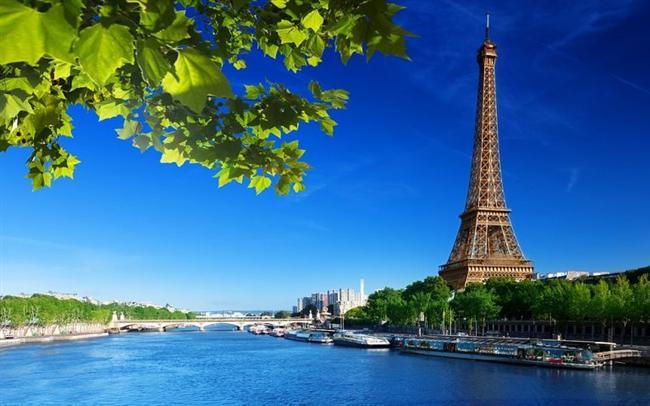 Paris, Fransa  Sen Nehri'nin üzerine kurulmuştur.