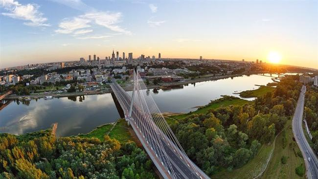 Varşova, Polonya  Polonya'nın başkenti Varşova, Vistül Nehri üzerinde yer alıyor.