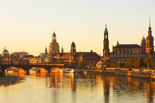 Dresden, Almanya  Elbe Nehri'nin etrafında kuruludur.