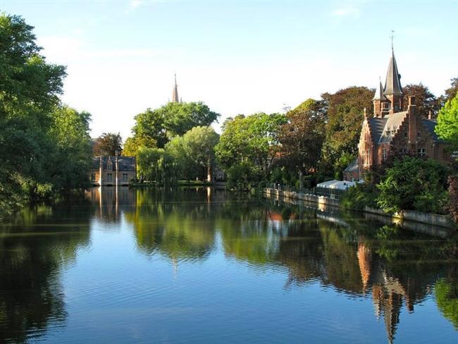 Bruges, Belçika  Reie Nehri'nin sardığı bir şehir.