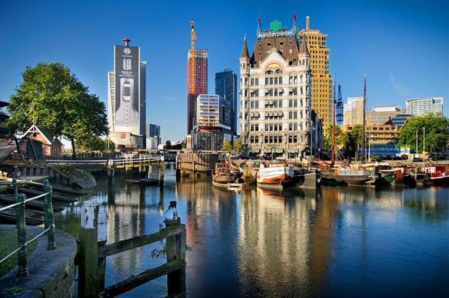 Rotterdam, Hollanda  İsmini Rotte Nehri'nden almaktadır. Ren Nehri, buradan Kuzey Denizi'ne dökülür. Şehirde, %7,8 oranında (45.457 kişi) Türk nüfusu da yaşamaktadır.