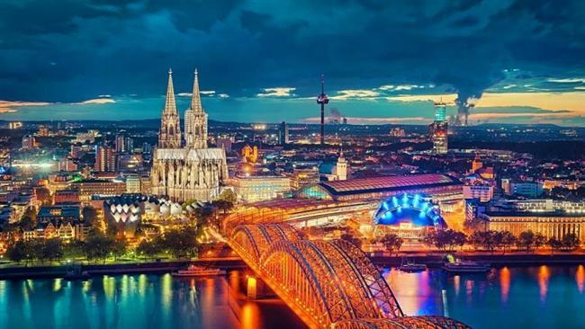 Köln, Almanya  Ren Nehri'nin uğradığı önemli şehirlerden biri.