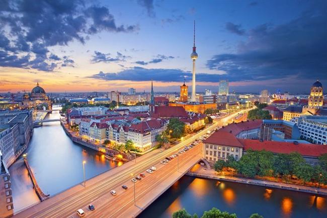 Berlin, Almanya  Spree ve Havel nehirlerinin arasındaki bölgede kuruludur.