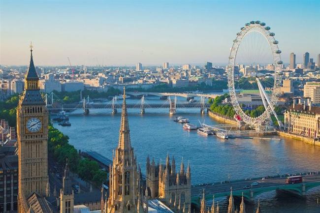 Londra, İngiltere  Thames Nehri, Londra'nın içinden geçerek Kuzey Denizi'ne dökülür.