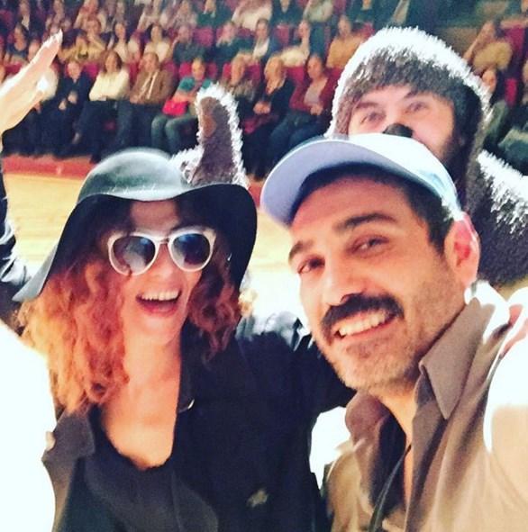 Caner Cindoruk  34.İzmir tiyatro festivali.köpek,kadın,erkek.sahne selfiesi.
