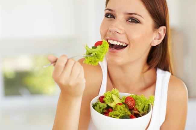 Aynasız yemek olmaz  Yemek yerken kendinize aynada bakmak, yüzde 22-32 daha az yemenizi sağlar.