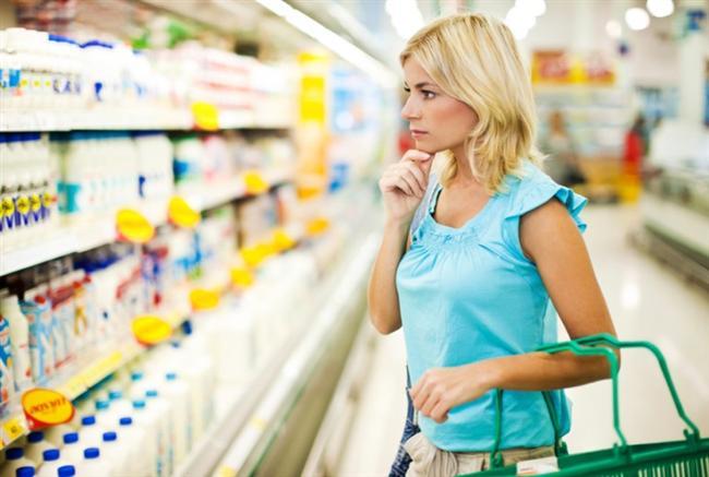 Ambalaja dikkat edin  Ambalajların üzerlerini iyice okuyun. Çünkü kalori değerleri genellikle 100 gram üzerinden bildirilir. Oysa yediğiniz şey, 100 gramdan fazlaysa çok daha fazla kalori alıyorsunuz demektir.
