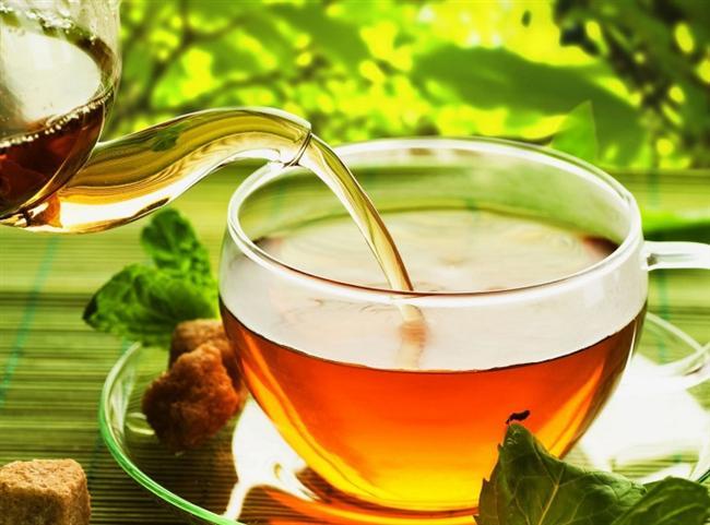 Yürüyüşe çıkmadan önce yeşil çay için  Kafein yağ asitlerinin açığa çıkmasını sağlar. Böylece daha kolay yağ yakarsınız. Ayrıca yeşil çayda bulunan polifenoller (antioksidan bileşikler), kafeinle birleşerek yakılan kalori miktarını artırırlar. Ancak eğer yüksek tansiyonunuz varsa, bu öneriyi dikkate almayınız.