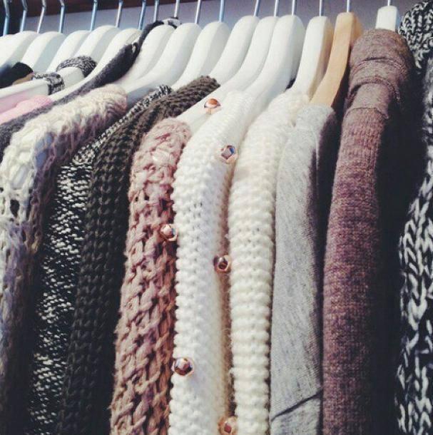 Kışlıklarınızı yahut her zaman giymediğiniz kıyafetlerinizi sakladığınız gardrop bölmelerinde naftalin kokusunu sevmiyorsanız, dolabın bir köşesinde kapağı açık kavanozda karbonat bulundurabilirsiniz.
