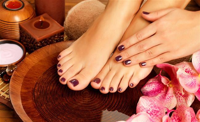 Çatlayan, kuruyan, yorulan ayaklara karbonat çok iyi gelir. İçine karbonat ve sirke koyduğunuz sıcak suda 20 dakika bekleteceğiniz ayaklarınız yumuşacık olacaktır.