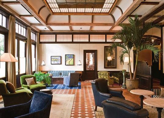 """Robert De Niro: Ünlü aktör, New York'un TriBeCa bölgesindeki 88 odalı lüks """"The Greenwich Hotel""""e gözü gibi bakıyor. Odaların geceliği 750-1395 dolar."""