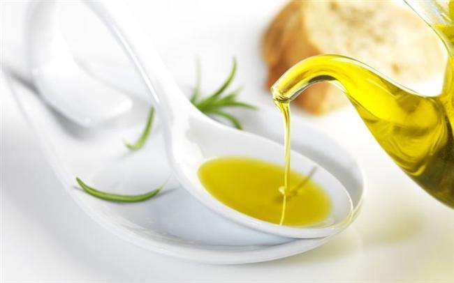 Zeytinyağı: Kalp sağlığı için omega 3 ve 6 içeriği yüksek olan zeytinyağı ve fındık yağı oldukça faydalıdır. Yemekler dışında her gün içerisine 1 tatlı kaşığı kadar atılan baharatlar ile birlikte pişirilmeden tüketilebilir.
