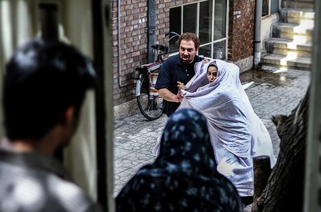 Vicdanın Sesi / Chaharshanbeh, 19 Ordibehesht / Wednesday, May 19 / Vahid Jalilvand  Tiyatro oyunculuğundan TV yönetmenliğine geçen, ardından da onlarca belgesel film çeken Vahid Jalilvand, 'Vicdanın Sesi'yle son dönemde İran'dan çıkmış en çarpıcı filmlerden birine imza atıyor. Venedik'te Ufuklar Bölümü FIPRESCI Ödülü, Reykjavik'te En İyi Film Ödülü alan film ülkenin toplum yapısına ve toplumun yönetilme şekline dair pek çok şey söylüyor. Celal adında bir adam İran'da bir gazeteye alışılmadık bir reklam verir: İhtiyaç sahibi birine 10.000 dolarlık bir bağış yapacaktır. Bu haber kalabalık bir insan güruhunu bir araya getirir. Filmin başrollerinde festival jüri üyelerinden Niki Karimi de yer alıyor. Niki Karimi, Bratislava Film Festivali'nde rol arkadaşı Sahar Ahmadpour ile ile En İyi Kadın Oyuncu Ödülü'nü paylaştı. Filmin öyküsünü üç farklı bakış açısından anlatan yönetmen Jalilvand, kurgusunu ve ortak yapımcılığını da üstlendiği filminde rol de alıyor. Yirmi yıldır sitar ve tef çalan yönetmen Jalilvand, en sevdiği yönetmenler olarak Ron Howard ve Alejandro Gonzalez Iñarritu'yu söylüyor.
