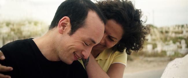 Seni Seviyorum Hedi / Inhebek Hedi / Hedi / Mohamed Ben Attia   Berlin'de iki ödül birden kazanan 'Seni Seviyorum Hedi', Tunuslu sinemacı Mohamed Ben Attia'nın ilk uzun metrajlı filmi. Başrolündeki Majd Mastoura'ya En İyi Erkek Oyuncu, yönetmenine de en iyi En İyi İlk Film ödülünü getiren 'Seni Seviyorum Hedi', Tunus'un Yasemin Devrimi'nin beş yıl sonrasında, Hedi adlı genç bir adamın, gelenekler, özgürlük ve aşk arasında bocalamasını anlatıyor.