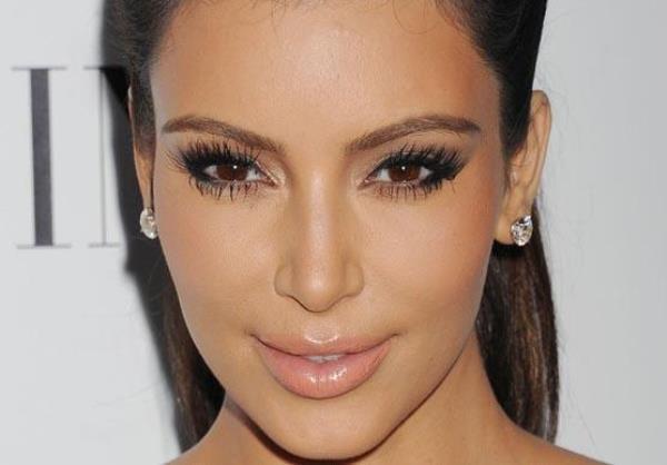 Kardashian'ın yüzünde botoks gibi diğer işlemler de var.