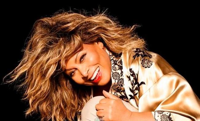 """Tina Turner  Rock müziğin seksi babaannesinin ilk deneyimini yaşadığı yaş ise 17.  <a href=  http://mahmure.hurriyet.com.tr/foto/magazin/gercege-donen-set-asklari_42677 style=""""color:red; font:bold 11pt arial; text-decoration:none;""""  target=""""_blank"""">  Gerçeğe Dönen Set Aşkları"""