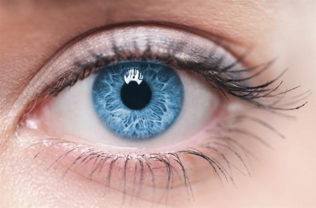 • Patlak gözler  Kalp hastalıkları gözünüzden de kendini ele verebiliyor. Öne doğru çıkık ve dik bakan gözler kalp yetersizliği ve kapak hastalıklarının belirtisi olabiliyor. Bu tip gözler özellikle sağ kapak hastalıklarında sık ortaya çıkıyor.