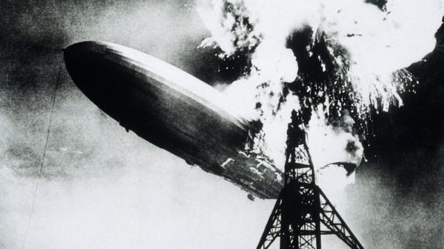 Hidrojen balonları: Hindenburg, 1931'de tasarlandığı zaman, üreticiler balonu uçurmak için helyum yerine hidrojen kullanmak gibi bir seçim yaptı. Hidrojen hem daha ucuzdu hem de bulunması daha kolaydı ancak maalesef fazlasıyla yanıcı bir gazdı. 1937 yılına gelindiğinde gazın bu özelliğinin bir sorun olduğu ortaya çıktı. Balon 36 saniye içinde alev alıp yere çakıldı ve hidrojen balonlarının da sonunu getirdi. Bugün meşhur Goodyear balonları da dahil bu tür araçları uçurmak için helyum kullanılıyor.