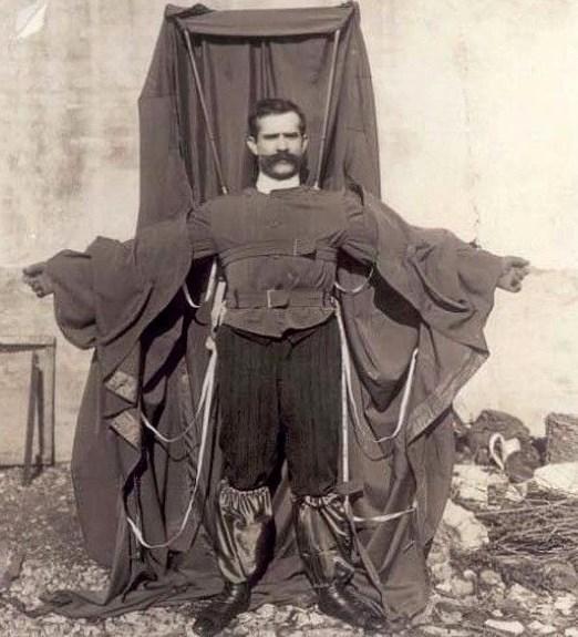 Paraşüt ceket: Açıkçası bunun nereye gideceği çok belli. Son hızla aşağı. 1912 yılında Alman mucit Franz Reichelt tarafından icat edilen paraşüt ceketin lansmanını Reichelt Eiffel Kulesi'nden atlayarak yaptı. Sonuç? Paraşüt açılmadı, Reichelt öldü.