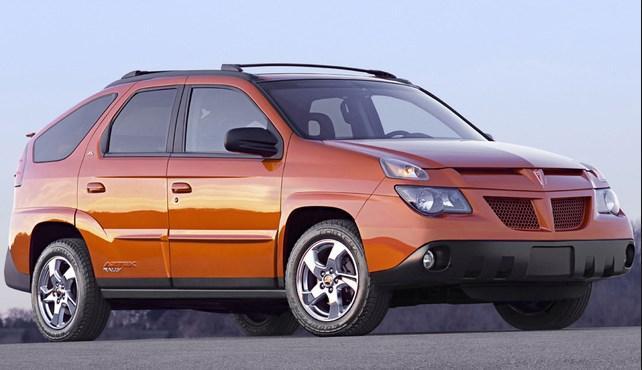 """Pontiac Aztec: Öne çıkan araba değil, estetiği. """"Muhtemelen dünyadaki en becerikli aracı"""" olarak tanıtılan Pontiac Aztec, 2001 yılında sunuldu. Ancak sorun şu ki, Aztec muhtemelen dünyanın en çirkin aracıydı. Pontiac araç üzerindeki çalışmalarını onu 2005 senesinde """"tüketinceye"""" kadar devam ettirdi, ancak bir sonuç elde edemedi."""