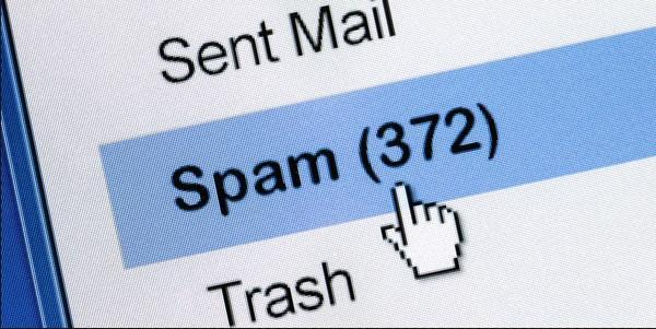 """Spam e-mail: Her gün önümüze bedava konan nadir şeylerden biri de e-mailler. Ancak her bedava ürünün de bir maliyeti var. Tıpkı spam e-mailler gibi. Sadece tek bir dosyada, talep edilmeden binlerce adrese gönderilen sayısız mail tutuluyor. Gerekli koruma programları olmayanlar, bilgisayarlarının ömründen önemli bir miktar kaybedebiliyor. Yığınla elektronik çöpü görmezden gelenler ise eninde sonunda """"silme"""" tuşuna uzun müddet basmak zorunda kalıyor."""