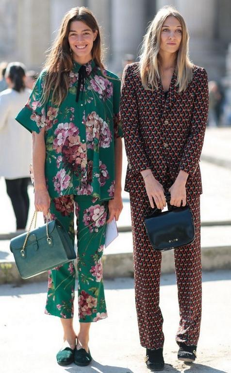 """Peki pijama ile sokağa çıkılır mı? Kocaman bir evet cevabı sizi güldürmesin. Pekala çıkılıyor ve hatta özel günlerde bile giyilebiliyor.  <a href=  http://foto.mahmure.com/moda/sokak-modasi-cizgili-kombinler_40461 style=""""color:red; font:bold 11pt arial; text-decoration:none;""""  target=""""_blank""""> Sokak Modası: Çizgili Kombinler"""