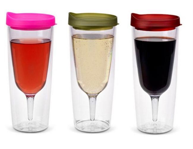 Çantaya atmalık dökülmez şarap bardağı.