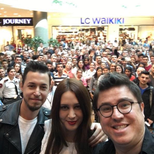 İbrahim Büyükak  İzmir'de bizi yalnız bırakmayan seyircimize çok teşekkür ediyoruz. Muhteşem bir izleme oldu! Çok güldük, çok eğlendik:) #KüçükEsnaf Sinemalarda!..